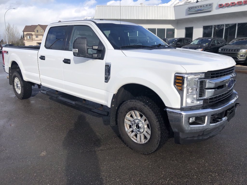2018 Ford Super Duty F-350 SRW XLT (20-95116A) Main Image